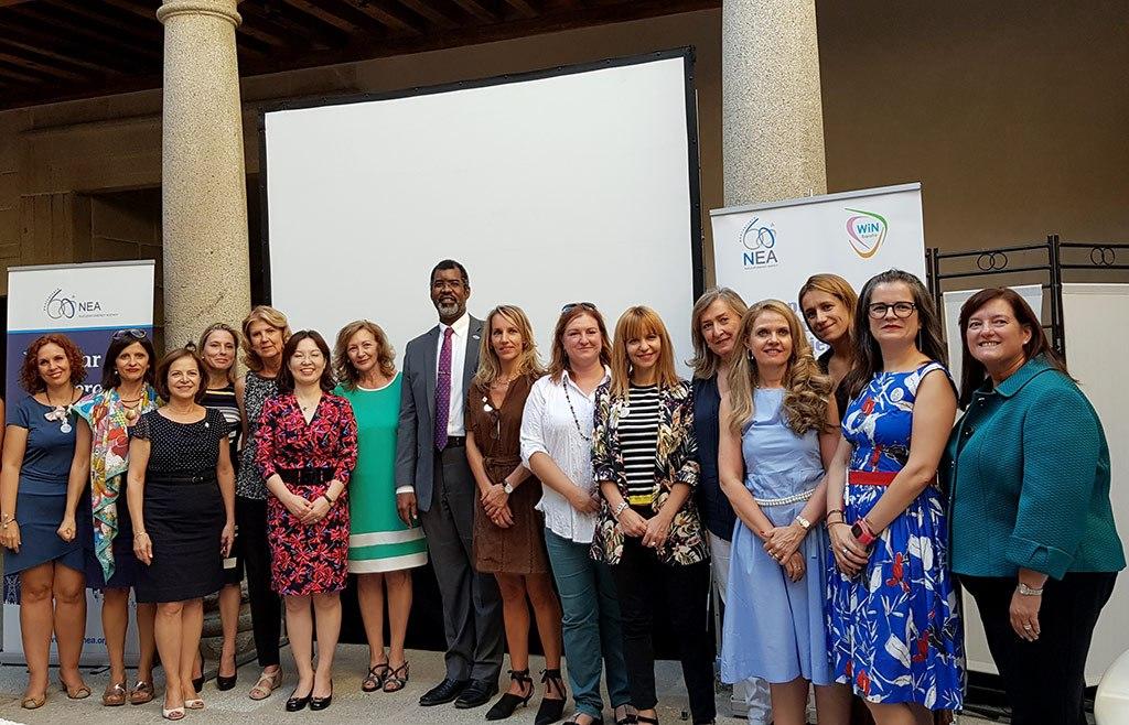 2018 - Las-mentoras con la vicepresidenta del CSN, presidente y representantes de la NEA en Ávila